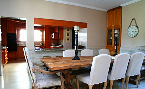 open-plan-to-kitchen