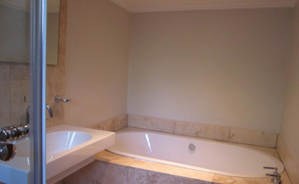basement-en-suite-bath
