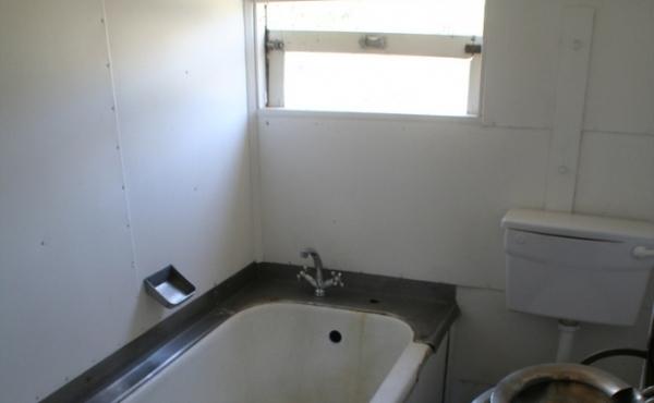 railway-cottage-bathroom