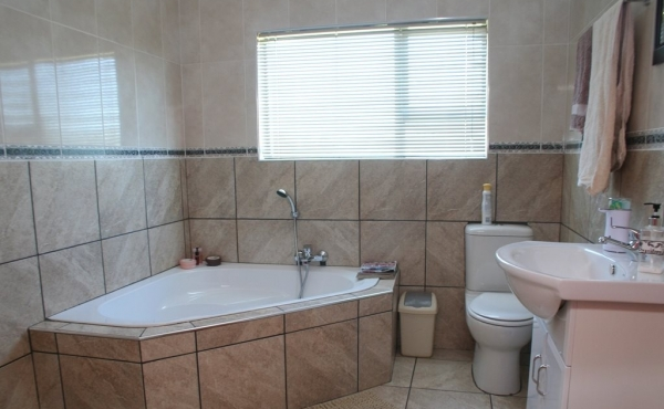 en-suite-home-2-bedroom-1