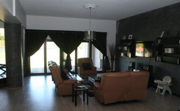 tv-lounge-home-2