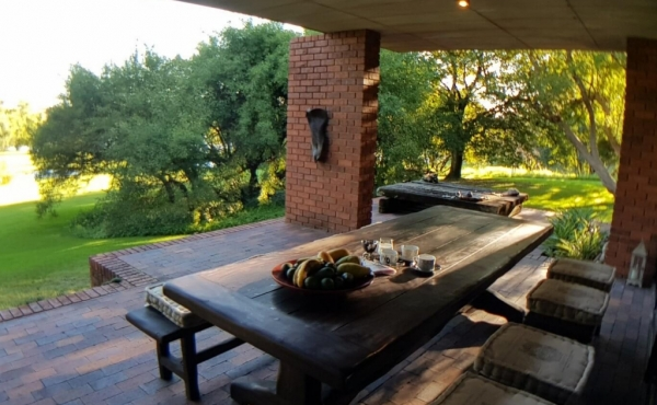 covered-patio-with-view-vaal-river