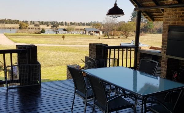 patio-log-home