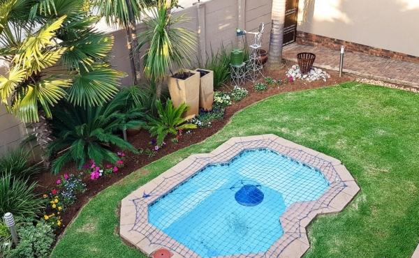 splash-pool-and-garden