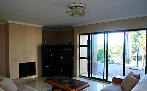 payama-lounge-upstairs