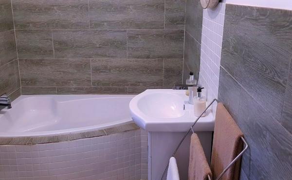 ensuite-bathroom-3-home-1