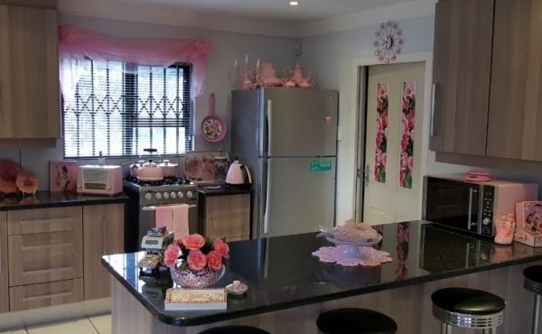 kitchen-nook-home-2